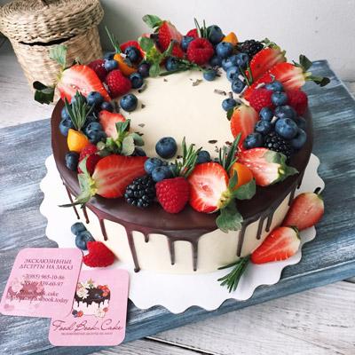 Торт на заказ с ягодами фото